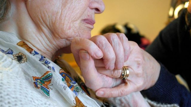 US life expectancy declines for first time in 20 years