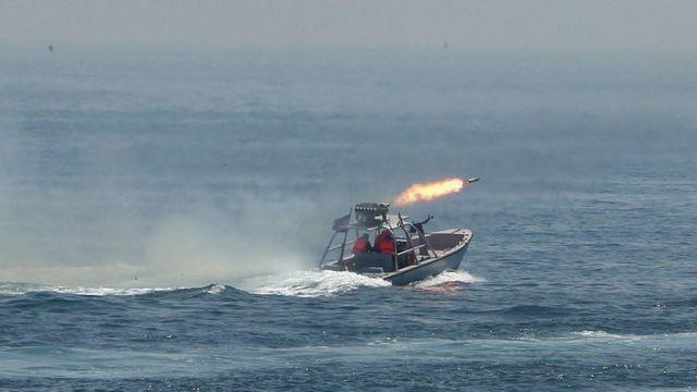 مانورهای نظامی سپاه در خلج فارس