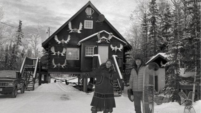 बर्फ के बीच घर