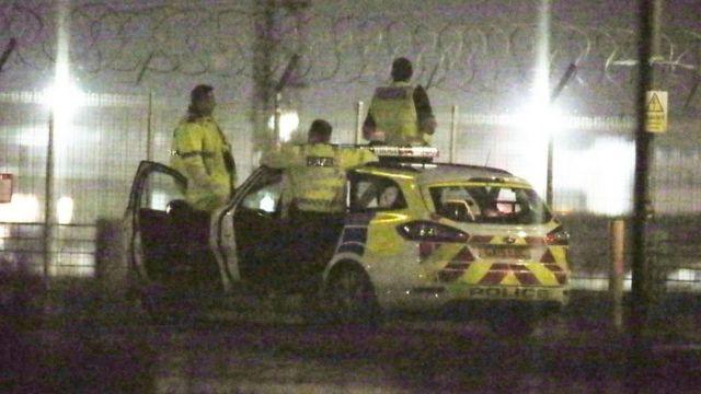 Полиция остается в аэропорту на случай появления новых дронов