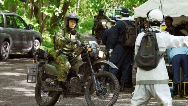Militar japones faz buscas de moto