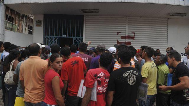 Trabalhadores fazem fila para emprego na construção de Belo Monte