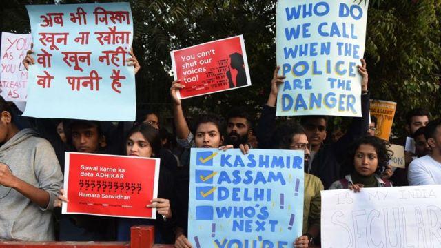 जगह- अहमदाबाद: ''अब भी जिसका खून ना खौला, वो खून नहीं पानी है जो देश के काम ना आए, वो बेकार जवानी है''