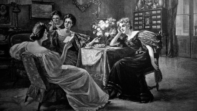 Mujeres conversando