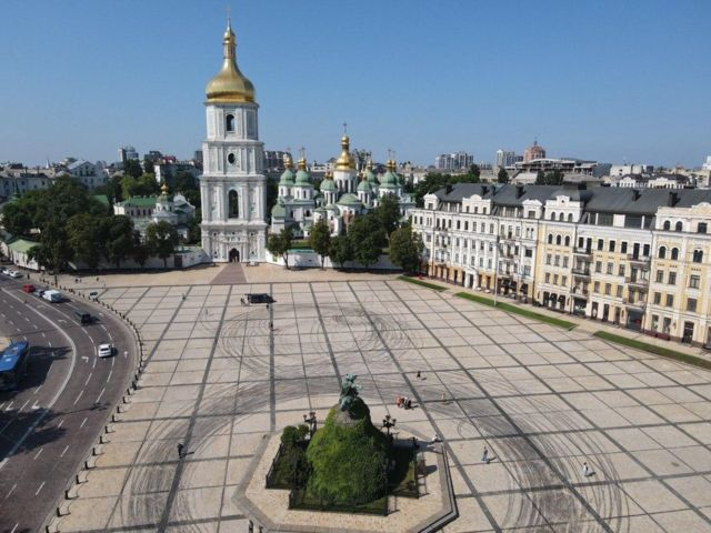 Так виглядає Софійська площі після дрифтингу Red Bull. ФОТО КМДА