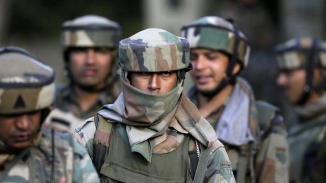 पंपोर में भारतीय सैनिक