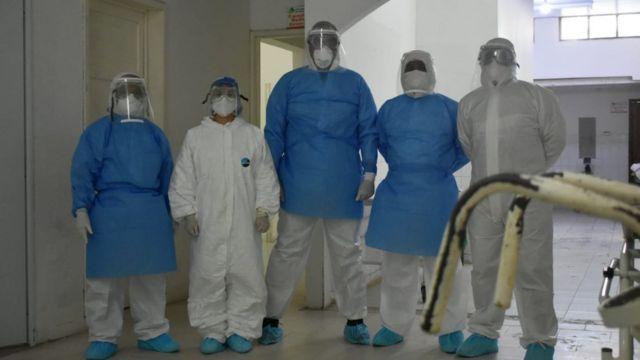 Trabajadores del hospital San Rafael en Leticia, Colombia