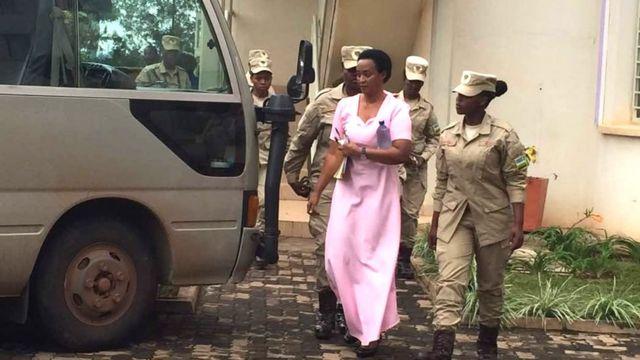 Diane akurikiranwa ari kumwe na mama wiwe Adeline Rwigara