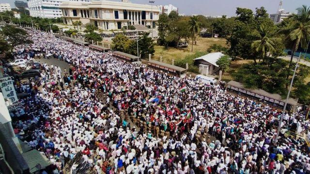 சென்னையில் தமிழக சட்டமன்றத்தை நோக்கி செல்லும் போராட்டக்காரர்கள்.