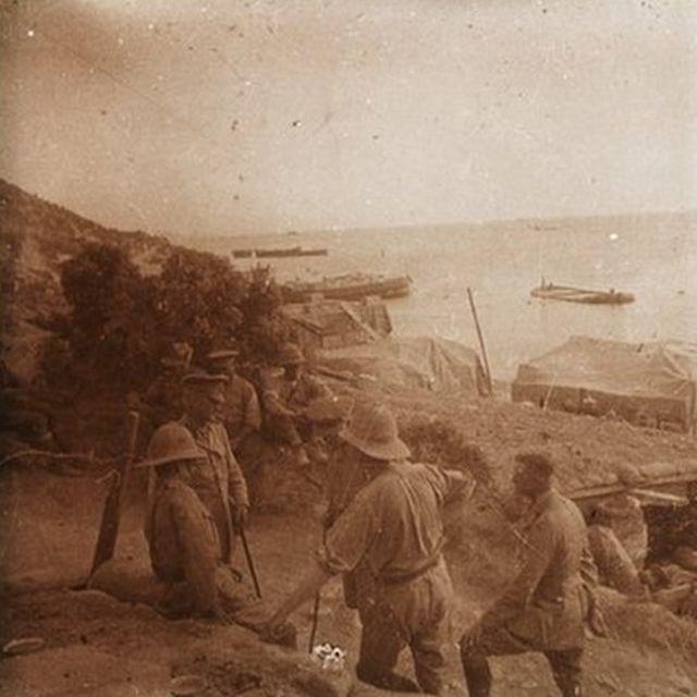 İngiliz üst düzey ordu mensupları, William Riddell Birdwood solda otururken görülüyor, Mayıs 1915