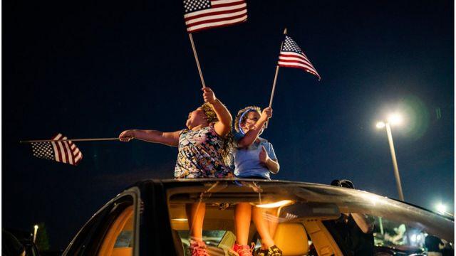 Чего ждать в ночь после выборов в США? И когда мы узнаем победителя? - BBC  News Русская служба