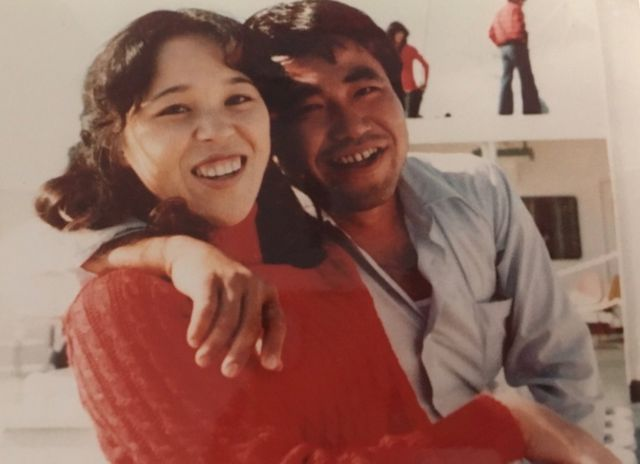 Teruaki Masumoto de joven junto a su hermana.