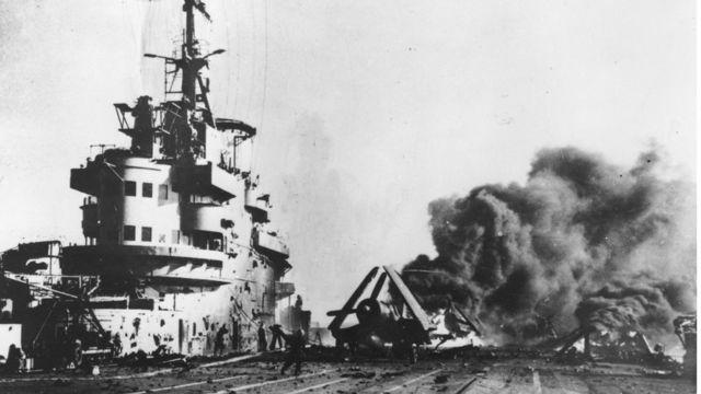 เครื่องบินกามิกาเซโจมตีเรือฝ่ายสัมพันธมิตรในสงครามโลกครั้งที่ 2