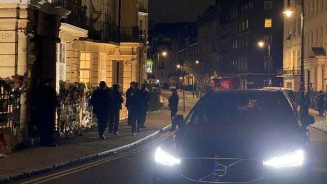 پلیس در برابر سفارت میانمار در لندن