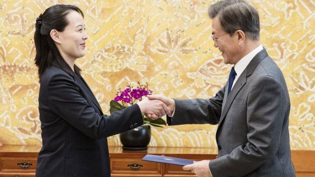 كيم يو -جونغ، شقيقة الزعيم الكوري الشمالي، ورئيس كوريا الجنوبية مون جيه-إن