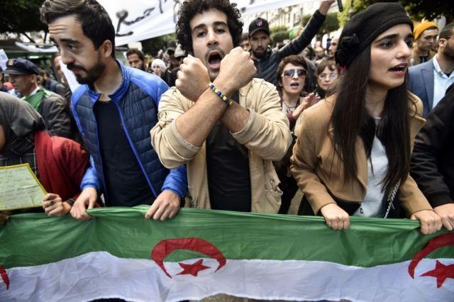 متظاهرون جزائريون