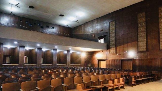 داخل سالون سینما پارک که اخیرا ویران شد