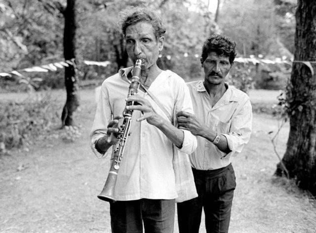 लुतोलिम, गोवा के एक भोज में एक नेत्रहीन संगीतकार, 1994