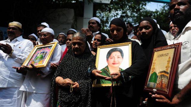 जयललिता के लिए लोग प्रार्थना कर रहे हैं