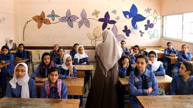 مدارس اللاجئين تعاني من صعاب كثيرة