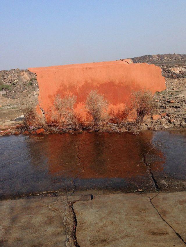 आग की वजह से नष्ट हो चुके मंदिर का एक हिस्सा