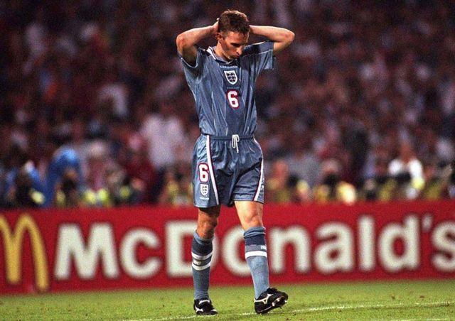 加里夫·索斯盖特当年点球失误离开球场