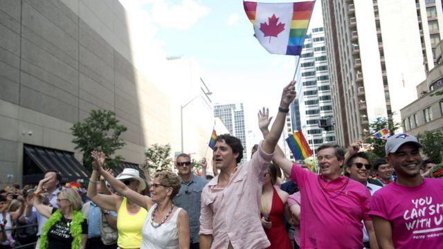 Кэтлин Уинн, Джастин Трюдо и Джон Тори на гей-параде в Торонто