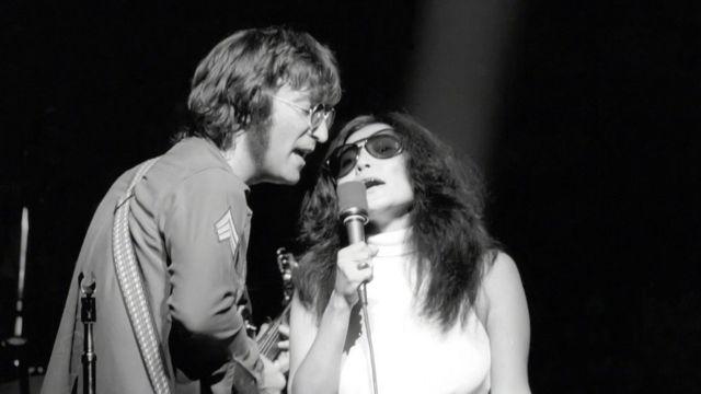 Джон и Йоко на сцене в Нью-Йорке