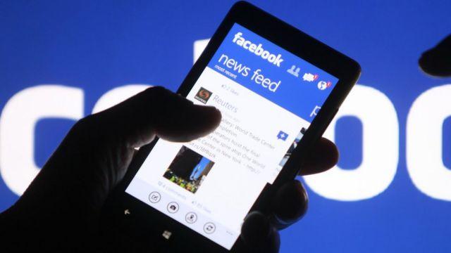 मोबाइल फ़ोन पर फ़ेसबुक.