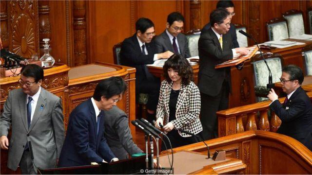 图为2018年12月7日东京的日本国会,它通过了一项具有历史意义的法案,引进数量前所未有的外国蓝领劳工