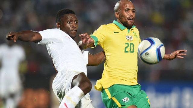 L'arbitre ghanéen, Joseph Lamptey, ayant sifflé un penalty imaginaire pour les Bafana Bafana.