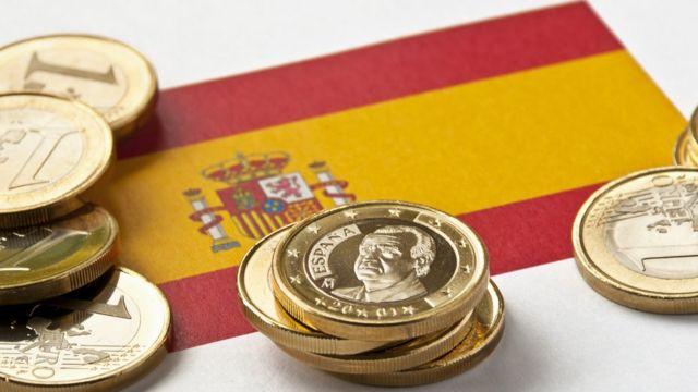 Bandera española con euros