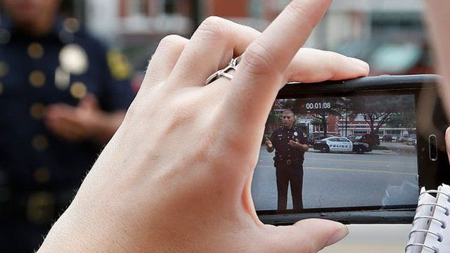 Smartphone films police