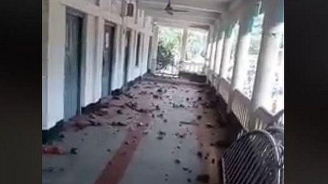বোরহানউদ্দিনের ঈদগাহ সংলগ্ন এই ভবনটিতে বিক্ষোভকারীদের হাতে অবরুদ্ধ হয়ে পড়েছিলেন পুলিশ কর্মকর্তারা