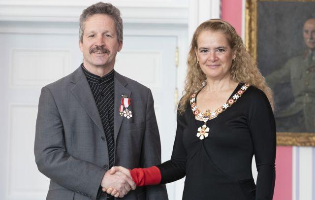 Jim Estill reçoit l'Ordre du Canada de la Gouverneure générale Julie Payette