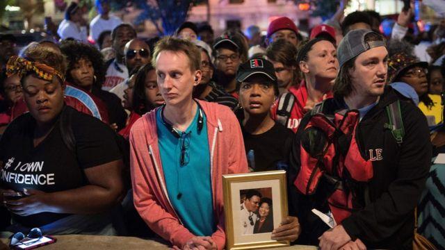 Los residentes de Louisville hicieron fila toda la noche para poder entrar al funeral de Alí.