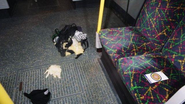 Londra Polisi bomba çantalarının görüntüsü