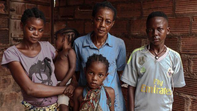 Une famille de réfugiés centrafricains rentre dans son pays.