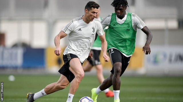 Moise Kean How Balotelli Ronaldo And Mancini Have Helped Juventus Young Star Bbc Sport