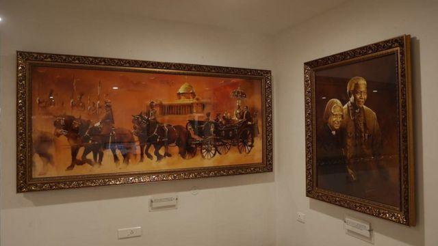 ஓவியர் ஏ.பி.ஸ்ரீதரின் 95 ஓவியங்கள் மணிமண்டபத்தில் இடம்பெற்றுள்ளன.