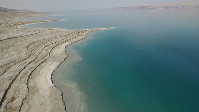Imagen del Mar Muerto tomada por un drone de la BBC