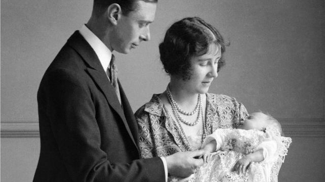 Vojvoda i vojvotkinja od Jorka sa malom Elizabetom u naručju