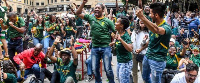 Fans celebrate the Springboks'32-12 win over England in Johannesburg's Nelson Mandela Square