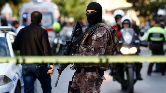 75. Yıl Polis Merkezi yakınlarında bomba yüklü motosikletle düzenlenen saldırıda biri ağır 10 kişi yaralanmıştı.