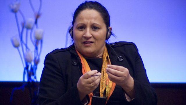 माडी शर्मा अपने आप को अंतरराष्ट्रीय वक्ता बताती हैं