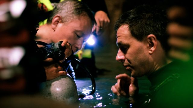 Cave divers Tan Xiaolong and Jim Warny preparing for a scene