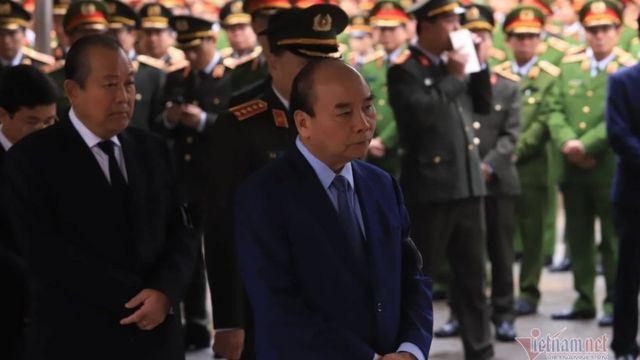 """Ông Nguyễn Xuân Phúc, Thủ tướng VN, dự tang lễ ba cảnh sát thiệt mạng do """"ngã xuống giếng trời"""" trong vụ đụng độ ở Đồng Tâm sáng 9/1"""