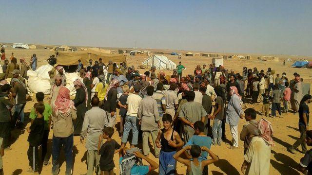 Personas en el campamento de Ruqba