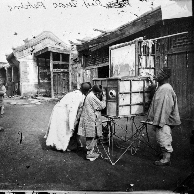 अनौठो यन्त्रमा तस्बिर प्रदर्शन (बेइजिङ् १८७१-७२)