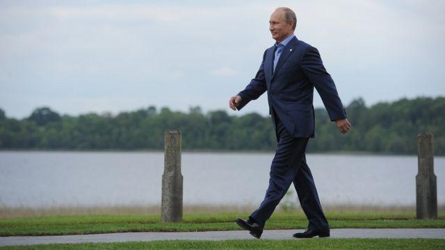 Путин шагает